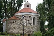 Nejpozoruhodnější památkou Plavče je místní rotunda v areálu domova pro důchodce.