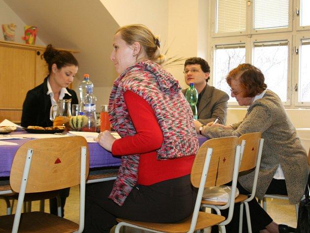 Martina Válková (v černém) v porotě Pedagogické poemy