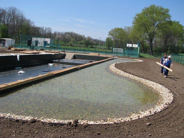 V Banticích otevřou nové biokoupaliště