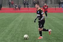 Borci třetiligového Znojma (v černém) sehráli v sobotu druhý přípravný zápas před startem jarní části sezony. Na pažitu Hodonína remizovali s domácími 3:3.