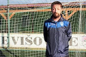 Fotbalový trenér Martin Vařeka vede už rok a půl fotbalistky z týmu Jevišovic-Mikulovic.