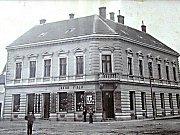 Dům č.p. 22 na Horním náměstí ve Znojmě kolem roku 1938.