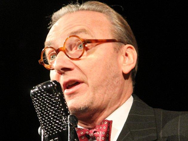 Herec a hudebník Ondřej Havelka bavil ve čtvrtek večer znojemské divadlo. V show nazvané Perly swingu 2 mu v humoru i hudbě zdatně sekundovali jeho Melody Makers.
