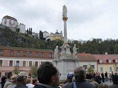 Představitelé Vranova nad Dyjí slavnostně otevřeli společně s místními lidmi a pozvanými hosty opravené náměstí.