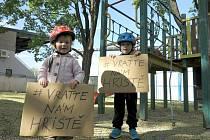 O další osud dětského hřiště se zajímají i obyvatelé Znojma. Kvůli hřišti vznikla na Facebooku i komunita Vraťte nám hřiště.