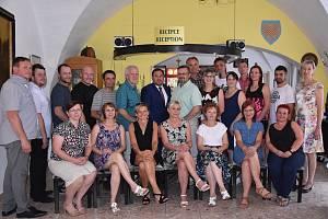 Poděkování a stříbrné medaile za 20 odběrů si odneslo 19 dárců krve, kteří se setkali ve středu 19. června v penzionu Morava ve Znojmě.