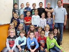 Žáci 1.C třídy ze ZŠ Dr. Mareše ve Znojmě s panem učitelem Emilem Nikolou.