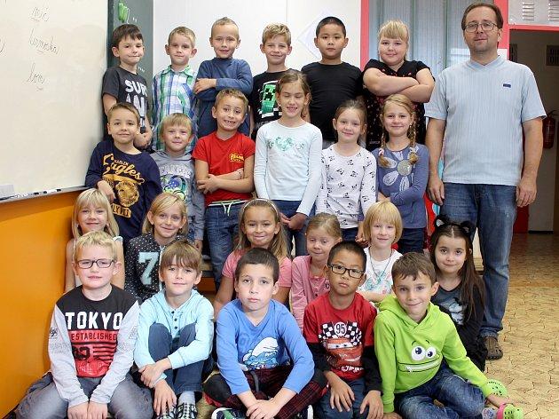 Žáci 1.C třídy ze ZŠ Dr. Mareše ve Znojmě spanem učitelem Emilem Nikolou.