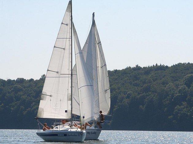Gagan Cup na vranovské přehradě ovládli letos v třídě Vaurien otec a syn Konopíkovi z Brna, mezi kajutovými loděmi byl nejlepší letošní mistr republiky v této třídě Eduard Procházka se svou posádkou.