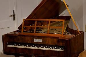 Restaurovaný kladívkový klavír udiví návštěvníci na znojemském hradu.