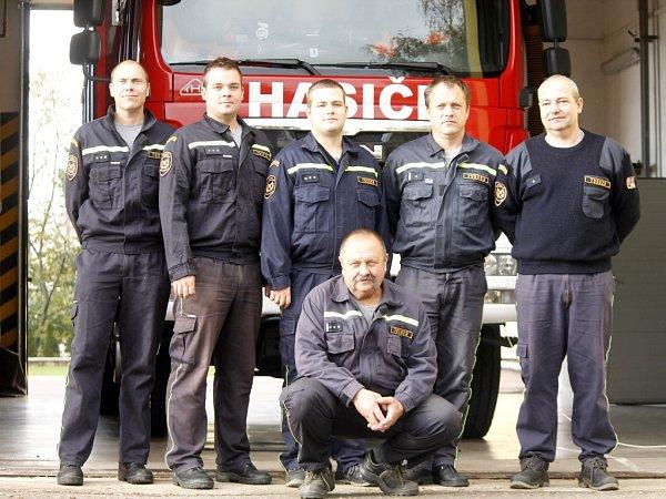 Nejdéle sloužícím a zároveň nejstarším zásahovým hasičem vČeské republice je třiašedesátiletý František Karásek.