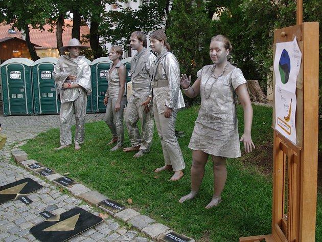 Charakteristicky pohodová a uvolněná atmosféra provázela pátý ročník Šramlfestu, festivalu pouliční a alternativní kultury, na znojemském Mikulášské náměstí.