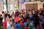 Spolek Dvě rybky připravil počátkem března pro hrušovanské děti první karneval. Foto: Jaroslava Blahová