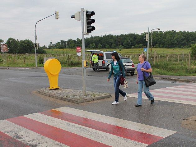 S lehkým zraněním vyvázla chodkyně z ranní kolize s osobním autem v Přímětické ulici ve Znojmě.