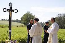 Žehnání kříže v Plenkovicích.