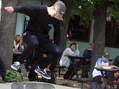 Šestý ročník skateboardových závodů se koná tradičně na zahrádce znojemské pivnice Na Statku.