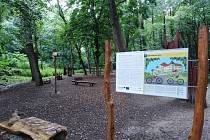 Stezka železné opony na pomezí Znojemska a Rakouska má nové infotabule.