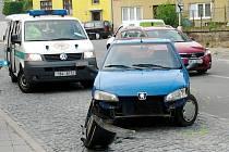 Pondělní ranní dopravu komplikovala dopravní nehoda ve Znojmě v Přímětické ulici.
