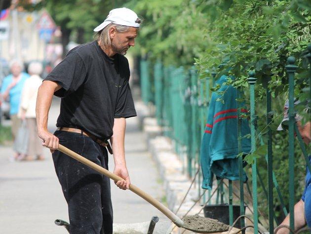 Zkrášlování Jubilejního parku ve Znojmě.