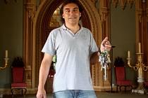 Přes pět set klíčů včetně duplikátů skrývá trezor na hradě Bítov na Znojemsku. Ačkoli u sebe kastelán Jan Binder nosí svazek třiceti, všechny ostatní věrně zná.