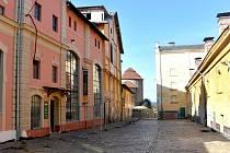 Vedení Znojma nechává předláždit Hradní ulici. Takzvanou šatovskou dlažbou.