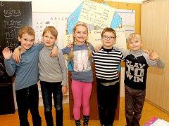 Žáci 1. třídy ze Základní školy Hluboké Mašůvky. Třídní učitelkou je Alena Kratochvílová.