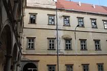Opravy zámku v Moravském krumlově začaly.
