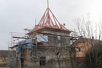 Střechu na Hradišti dokončí řemeslníci již v následujících dnech.
