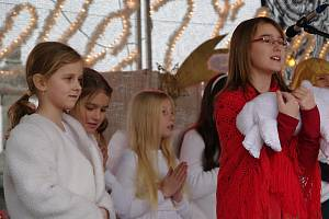 Při Znojemském adventu 2009 zazpíval soubor Babylon