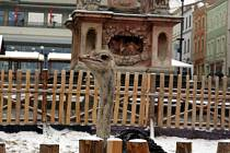Netradiční živou reklamou na Masarykově náměstí v podobě dvojice pštrosů a dopoledními projekcemi pro školy začal v úterý druhý ročník festivalu Jeden svět ve Znojmě.