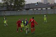 Fotbalisté divizních Tasovic ve středu na domácím pažitu porazili Lanžhot 2:1.