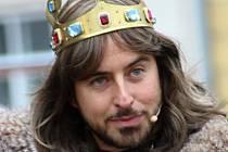 Ve Znojmě ztvárňuje Miroslav Hrabě už tradičně při znojemském historickém vinobraní krále Jana Lucemnburského.