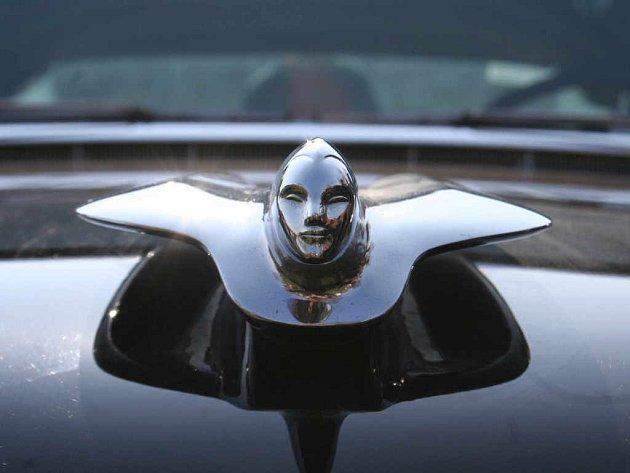 Cadillac na nádvoří zámku v Moravském Krumlově