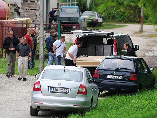 Policie ukončila pátrání po pohřešovaném muži z Nového Šaldorfa. Nalezla jej mrtvého u garáží  mezi Loukou a Novým Šaldorfem.