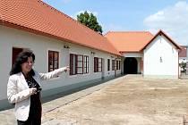 V Popicích u Znojma vzniká muzeum Charlese Sealsfielda. Opravu zdevastovaného domu a expozici slavného rodáka zajišťuje předsedkyně komise pro příměstskou část Eva Bogdanová.