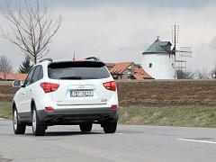 Především turisty již roky láká větrný mlýn v Lesné, poslední vsi před Vranovem nad Dyjí ve směru od Znojma. Nepřehlédnutelná stavba je po pravici ve směru jízdy na Vranov.