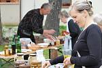 Na Den obce Vedrovice letos Vedrovičtí připravii jarmark. Předvedly se dětské folklorní soubory, stánky nabízely tradiční řemesla či med.