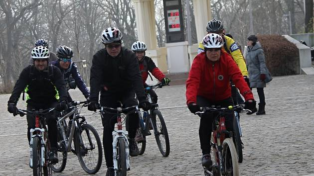 Parta nadšenců vyrazila na Nový rok ve Znojmě na tradiční vyjíždku.