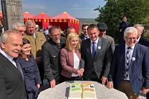 Více než tři stovky lidí se zúčastnily prvomájové oslavy 15. výročí připojení České republiky k EU.