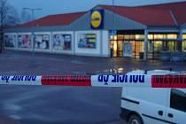 Jeden ze znojemských supermarketů museli v pátek evakuovat policisté. Anonym tam nahlásil bombu.