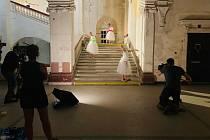 Za přísného utajení natáčel štáb nizozemské televize oblíbenou reality show i v Louckém klášteře ve Znojmě.