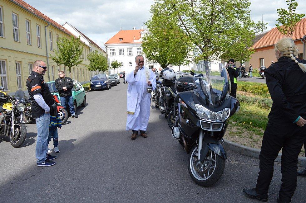 Jevišovický farář Jiří Kryšpín Ochman chce být lidem blíž. Aktivně se zapojuje do společenského života ve městě.