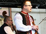 O víkendu vrcholil program Znojemských Velikonoc.  V sobotu bavila náměstí Cimbálová muzika Josefa Imricha.