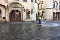 Znojmo zkouší čistit dlažbu v ulicích párou.