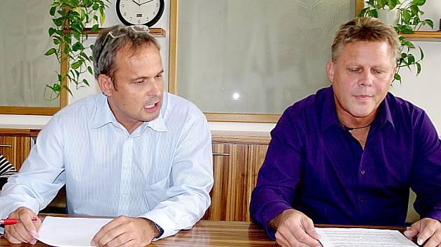 Starosta Znojma Zbyšek Kaššai a jeho poradce Martin Procházka (vlevo).