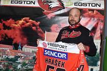 Trenér brankářů hokejistů Znojma Petr Hrachovina oslavil v březnu padesáté narozeniny.