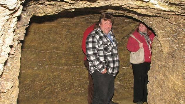 Novým lákadlem pro turisty je otevření čtyřicetimetrového podzemí se třemi kruhovými místnostmi v Přeskačích.
