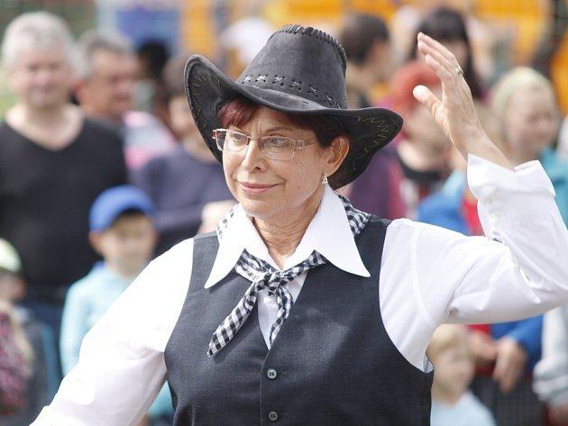 Kolem sedmi stovek rodáků a místních obyvatel se sešlo v těšeticích na prvním Srazu rodáků 2014. Radost ze setkání sálala ze všech lidí na každém kroku.