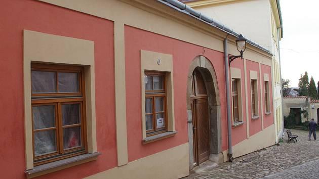 Někdejší restauraci v budově Znojemské Besedy dělníci rekonstruují na pivnici znojemského pivovaru.