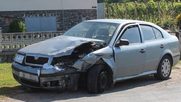 Přímo v Trstěnicích se v pondělí ráno srazila dodávka s osobním autem.